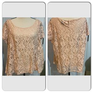 Torrid size 1 (14-16) pale peach lace blouse